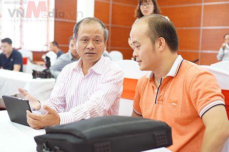 Nhom tac gia san pham di dong 'toat mo hoi' bao ve Chung khao Nhan tai Dat Viet 2016 - Anh 7
