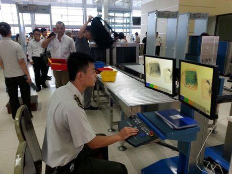 Tang cuong kiem soat an ninh tai Cang Hang khong quoc te Noi Bai - Anh 1