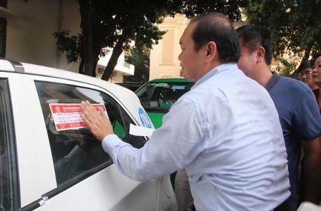 Ha Noi: Dan de can tuyen truyen cho khoang 19.500 xe taxi tren dia ban - Anh 1