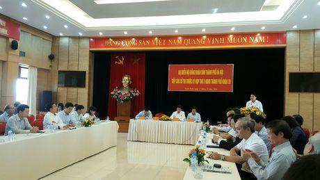 Chu tich Ha Noi: Lam sach ho Tay phai hut hang trieu tan bun - Anh 2