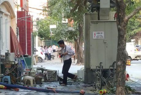 Ha Noi: No bot dien, 5 nguoi bi bong nang - Anh 1