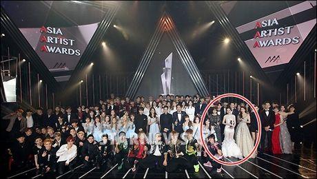 Chi Pu selfie cung EXO, noi bat ben dan sao khung - Anh 4