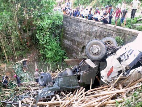 Tin nong moi nhat 17/11: Chim sa lan, nu thuyen truong mat tich - Anh 2