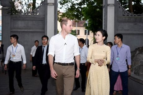 Hoang tu William gian di, than thien khi tham pho co Ha Noi - Anh 4