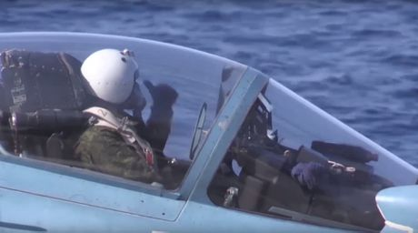 Nga se lam gi voi chiec may bay MiG-29K roi xuong bien? - Anh 2