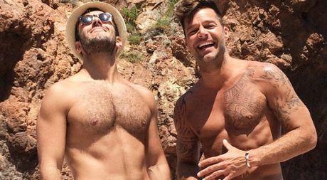 Khoanh khac cau hon ban trai cuc lang man cua Ricky Martin - Anh 1