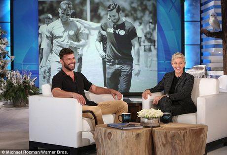 Khoanh khac cau hon ban trai cuc lang man cua Ricky Martin - Anh 2