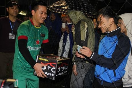 Ca si Tuan Hung hua se xuong toc neu tuyen Viet Nam doat Cup AFF - Anh 3