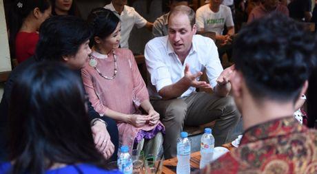 Nghe si hai Xuan Bac ke chuyen uong ca phe via he voi Hoang tu William - Anh 1