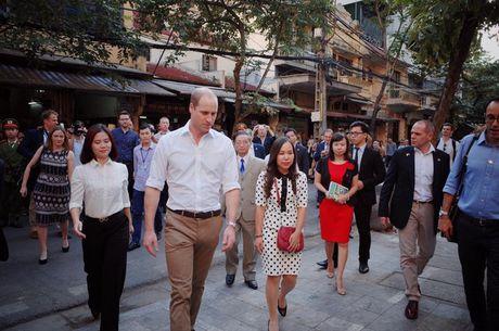 Nghe si hai Xuan Bac ke chuyen uong ca phe via he voi Hoang tu William - Anh 5