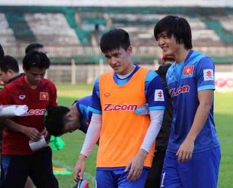 Tuyen Viet Nam va buoi tap ron ra tieng cuoi truoc AFF Cup - Anh 10