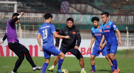 Tuyen Viet Nam va buoi tap ron ra tieng cuoi truoc AFF Cup - Anh 1