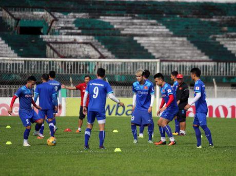 Tuyen Viet Nam va buoi tap ron ra tieng cuoi truoc AFF Cup - Anh 2