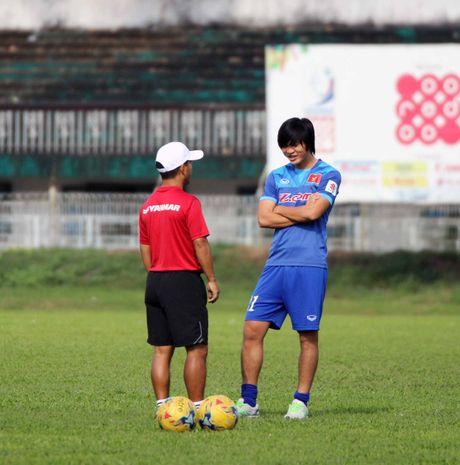 Tuyen Viet Nam va buoi tap ron ra tieng cuoi truoc AFF Cup - Anh 3