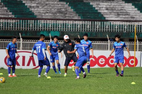 Tuyen Viet Nam va buoi tap ron ra tieng cuoi truoc AFF Cup - Anh 5