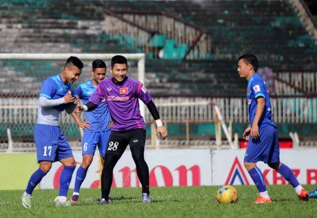Tuyen Viet Nam va buoi tap ron ra tieng cuoi truoc AFF Cup - Anh 6
