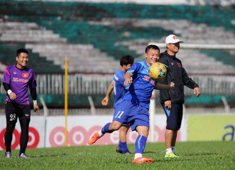 Tuyen Viet Nam va buoi tap ron ra tieng cuoi truoc AFF Cup - Anh 7