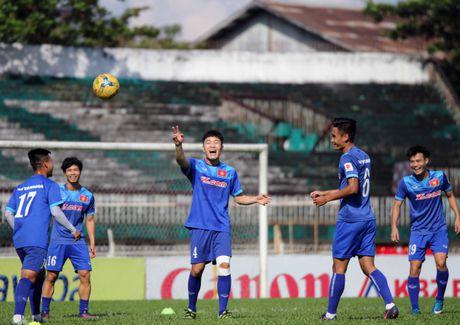 Tuyen Viet Nam va buoi tap ron ra tieng cuoi truoc AFF Cup - Anh 8
