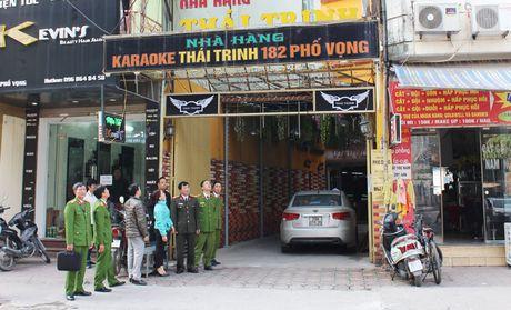 Quan Thanh Xuan ra soat cac quan karaoke: Khong du dieu kien, phai dung kinh doanh - Anh 1