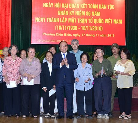 Thu tuong Nguyen Xuan Phuc du ngay hoi dai doan ket toan dan toc tai phuong Dien Bien - Anh 2