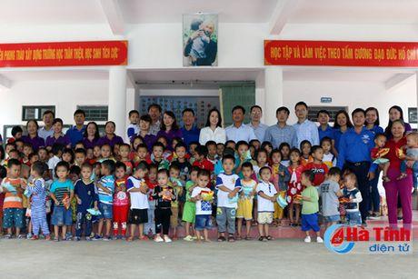 HUD ban giao hang muc cong trinh ho tro Truong MN Phuong My - Anh 3