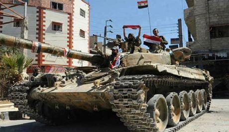 Quan doi Syria don dap tan cong duoi 'o' khong quan Nga (video) - Anh 1