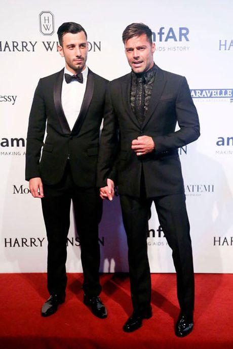 Ricky Martin dinh hon voi ban trai sau mot nam hen ho - Anh 1