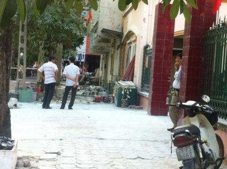 Ha Noi: No bot dien, 5 nguoi bi bong nang - Anh 2