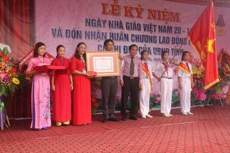 Nghe An: Truong THCS Kim Lien (Nam Dan) don nhan Huan chuong Lao dong hang 3 - Anh 2