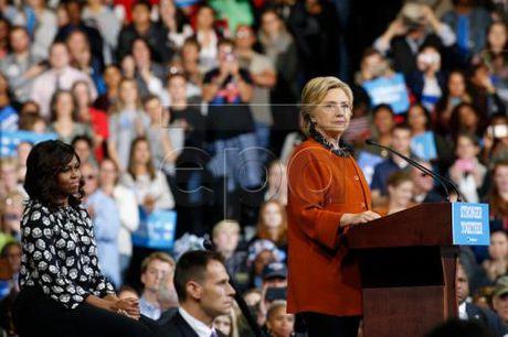 Ba Hillary Clinton keu goi nguoi dan My khep lai chia re - Anh 1