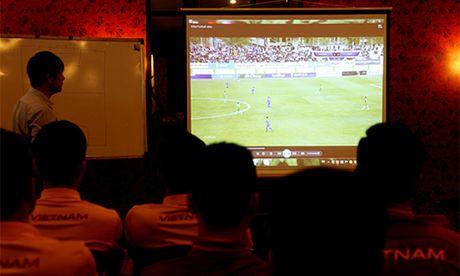 Tuyen Viet Nam hop kin, phan tich doi thu o AFF Cup - Anh 1