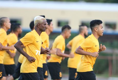 Tuyen Viet Nam hop kin, phan tich doi thu o AFF Cup - Anh 2
