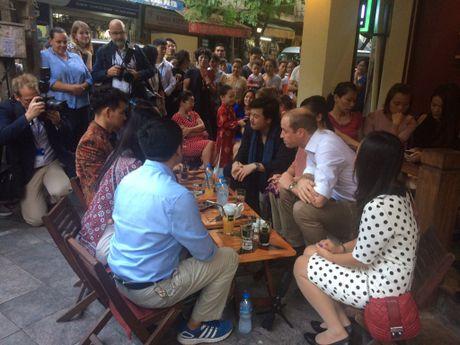 Sau Tong thong Obama, Hoang tu William 'gay bao' o Ha Noi - Anh 1