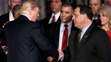 Day tin don noi bo Trump luc duc ve chuyen giao quyen luc - Anh 1