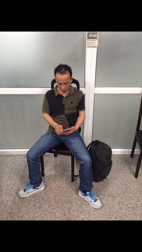 Khach Trung Quoc lien tiep trom do tren may bay   - Anh 1