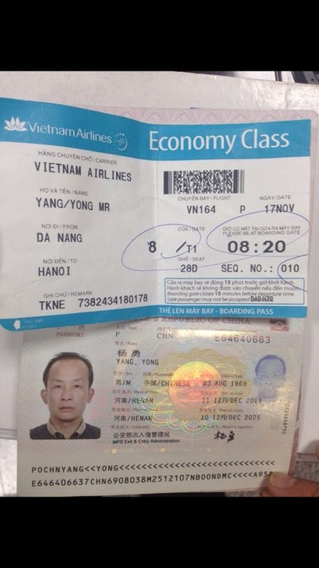 Khach Trung Quoc lien tiep trom do tren may bay   - Anh 2