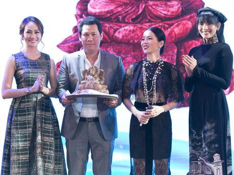 Kim Duyen, Truong Thi May thuyet phuc Le Quyen mua dau gia tu thien - Anh 1