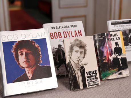 Bob Dylan xac nhan khong du le trao giai Nobel van chuong - Anh 2