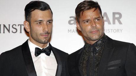 Danh ca Ricky Martin dinh hon voi nguoi tinh dong tinh - Anh 1