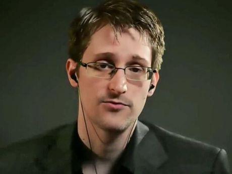 Edward Snowden canh bao cho nen tin vao tin tuc tren Facebook - Anh 1