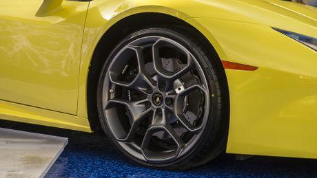 Lamborghini Huracan cau sau mui tran ra mat o My - Anh 4