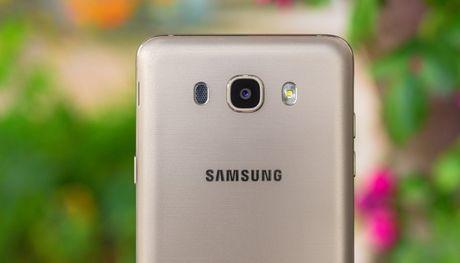 Samsung Galaxy J7 2016 hut khach tai phan khuc 4 trieu dong - Anh 1
