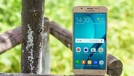 Samsung Galaxy J7 2016 hut khach tai phan khuc 4 trieu dong - Anh 2