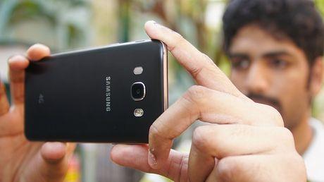 Samsung Galaxy J7 2016 hut khach tai phan khuc 4 trieu dong - Anh 4