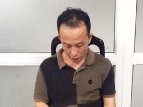 Bat qua tang khach Trung Quoc trom do tren may bay - Anh 1