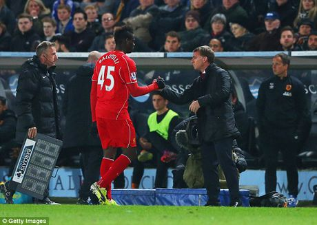 Bo qua thu han, Balotelli het loi ca ngoi Roberto Mancini - Anh 2