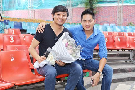 Minh Luan chuc mung sinh nhat Quy Binh trong buoi tong duyet - Anh 1
