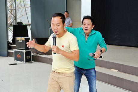 Minh Luan chuc mung sinh nhat Quy Binh trong buoi tong duyet - Anh 9