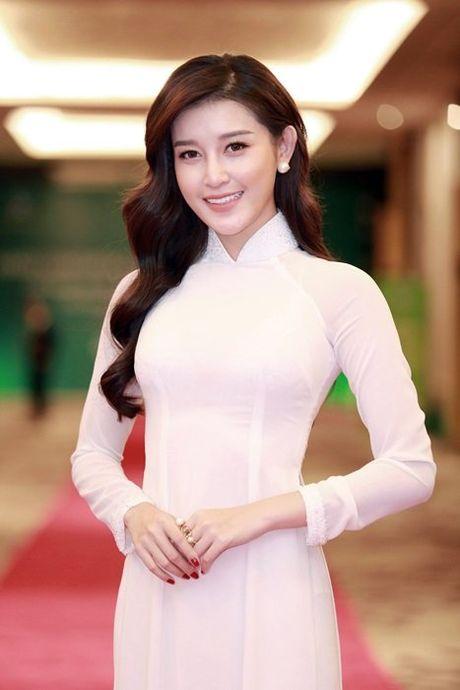Huyen My dien ao dai don Hoang tu Anh - Anh 2
