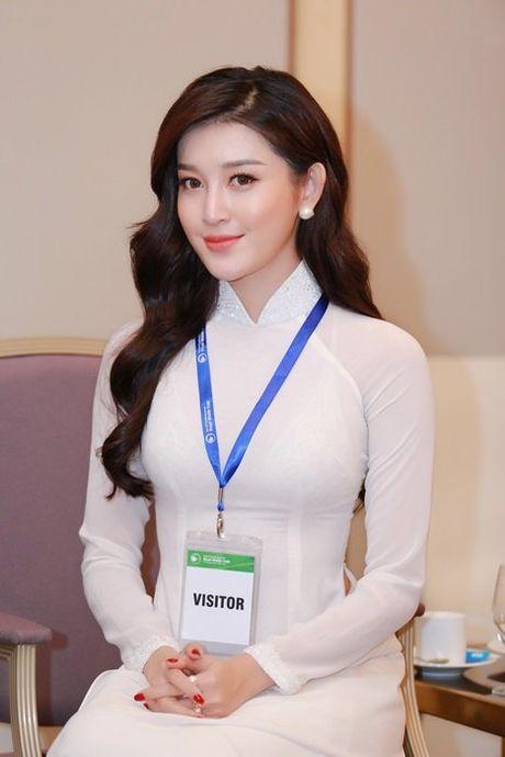 Huyen My dien ao dai don Hoang tu Anh - Anh 3